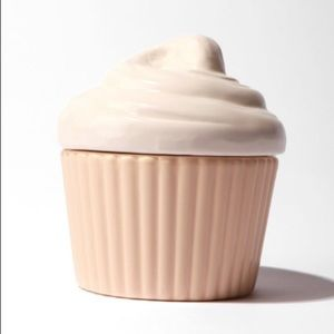 NEW💞 UO vanilla cupcake measuring cups